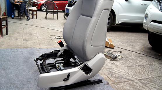 路虎揽胜运动版原装座椅本身是没有座椅通风功能,为了解决这个困扰,将